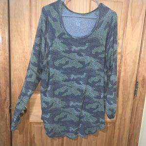 American eagle plush camo crew neck size large